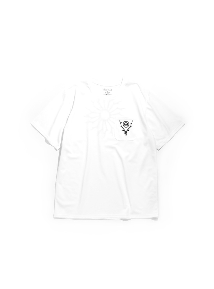 "SOUTH2 WEST8 - S/S Round Pocket Tee - Circle Horn ""WHITE"""